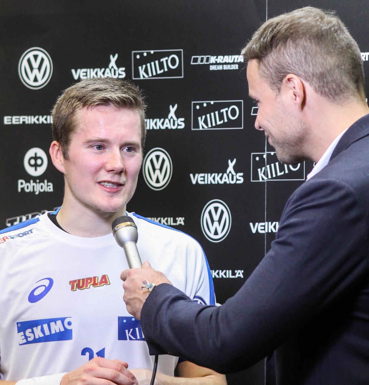 Suomen Tatu Väänänen onnistui ainoana Ruotsi-ottelun rangaistuslaukauskilpailussa ja johdatti joukkueensa EFT-voittoon. Arkistokuva: Salibandyliiga