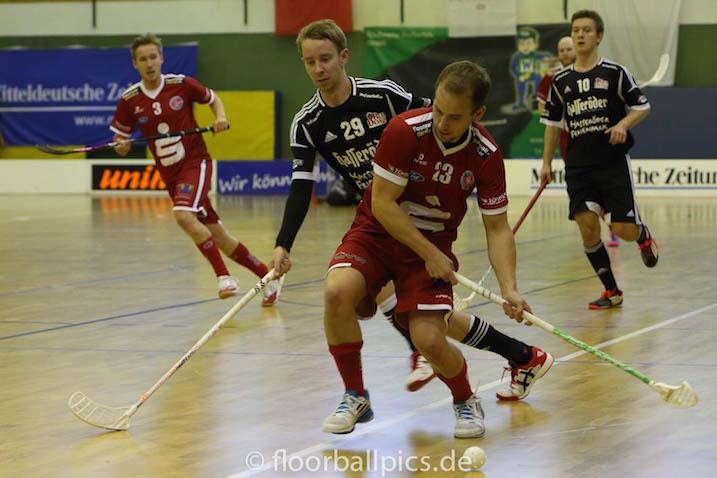 Myös mustissa pelaavat Juha-Pekka Kuittinen(#29) ja Markus Piittisjärvi(#10) pelaavat salibandyn Bundesliigan finaaleissa. Kuva: Floorball-pics-de / Matthias Kuch.