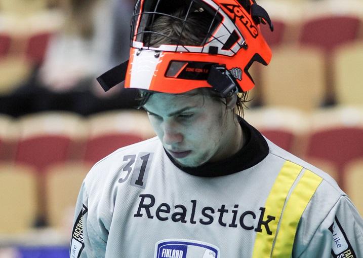 Suomen veräjänvartija Miro Tuomala oli mies paikallaan MM-välierässä Tshekkiä vastaan. Kuva: Mika Hilska/Salibandyliiga