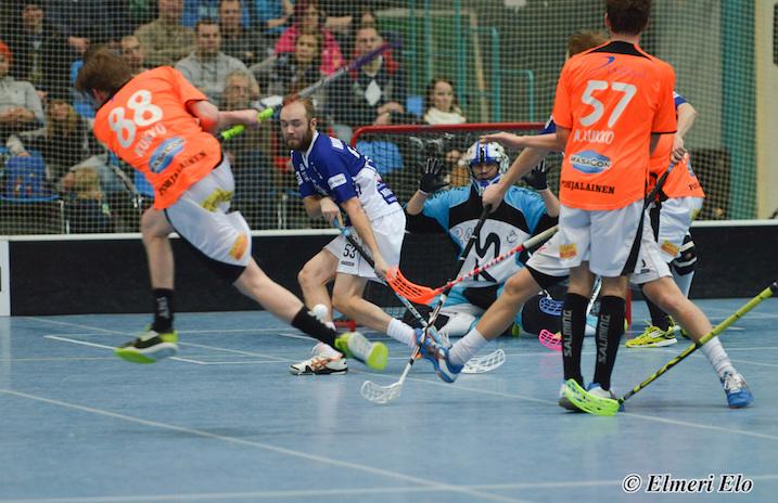 Joona Kukko (#88) ja Arttu Kukko (#57) pelaavat jälleen yhdessä SB Vaasassa. Arttu edusti viime kaudella kuvan sinipaitaista Rauman SalBaa. Arkistokuva: Elmeri Elo.