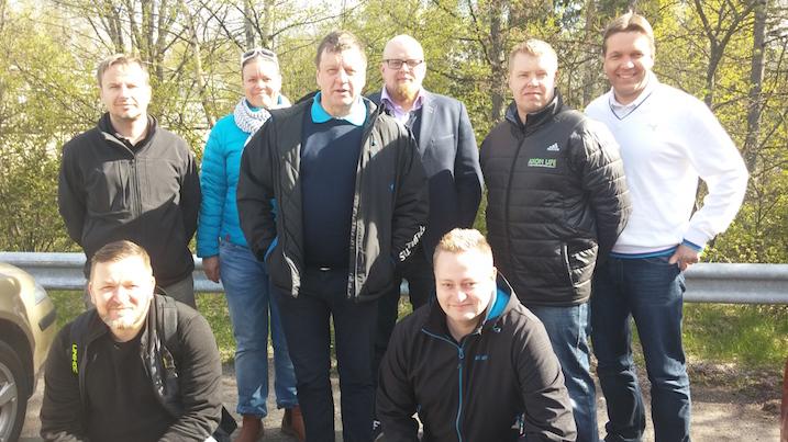 Uusi erotuomarivaliokunta kuvassa. Vasemmalta takaa: Kari Saukkonen, Marjo Alanko, Ronny Brännbacka, Mikko Heikkilä, Mika Saastamoinen ja Jouni Kääriäinen. Edessa vasemmalta Iiro Parviainen ja Janne Koskinen.