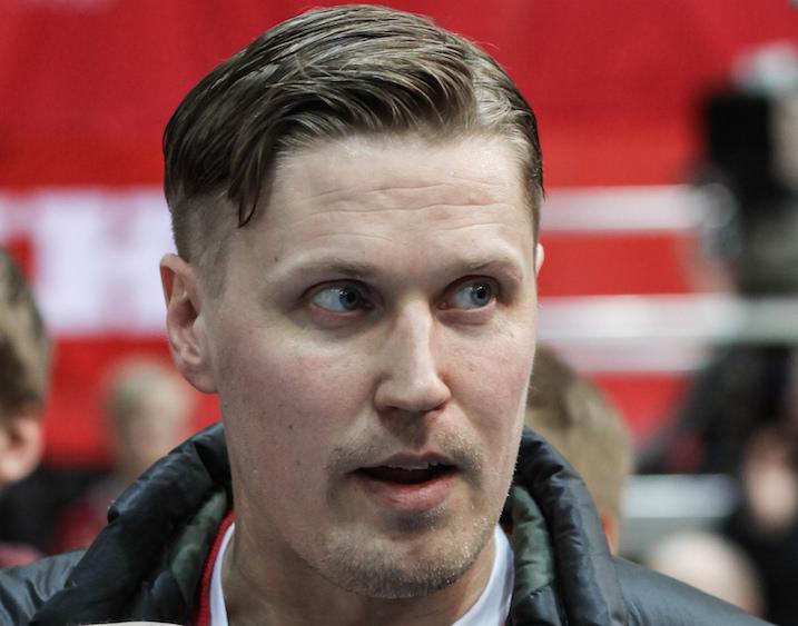 Mika Kohonen on voittanut urallaan Ruotsin mestaruuden, Champions Cupin ja maailmanmestaruuden. Suomen mestaruutta hänellä ei kuitenkaan vielä ole. Kuva: Salibandyliiga