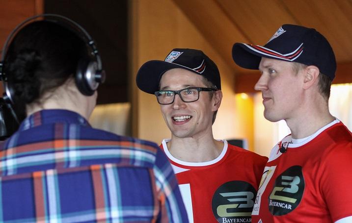 Mikko Kohonen oli silmin nähden tyytyväinen, että pääsee pelaamaan veljensä kanssa samassa joukkueessa. Kuva: Mika Hilska