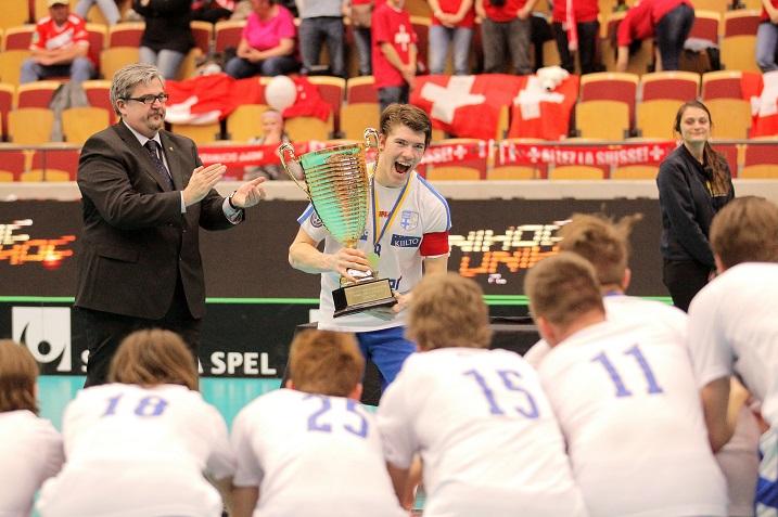 Olli Laine toimi Suomen maajoukkueen kapteenina viime viikolla pelatuissa U19-poikien MM-kisoissa. Kuva: IFF