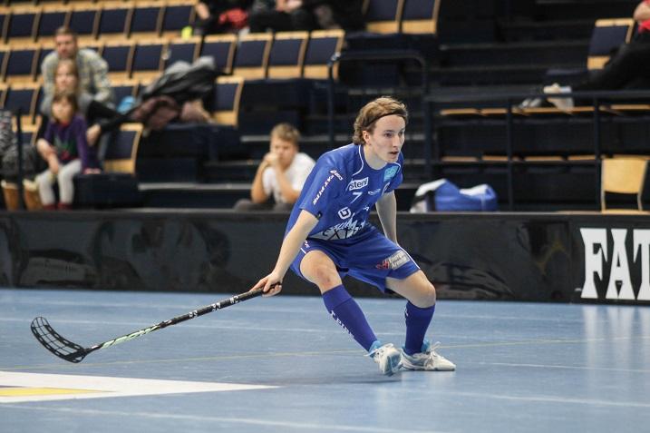 Janne Jaanus vaihtaa tulevalla kaudella sinisen Erä-paidan TPS:n mustaan. Arkistokuva: Salibandyliiga