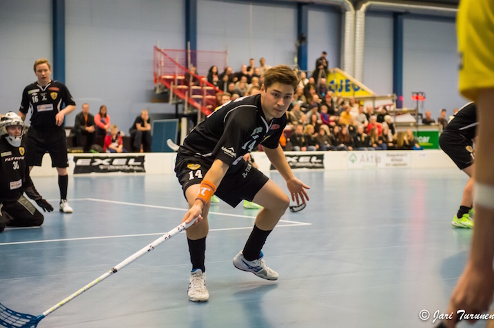 Teemu Liikasen paidan väri vaihtuu mustasta valkoiseksi ensi kaudella. Kuva: jari Turunen.