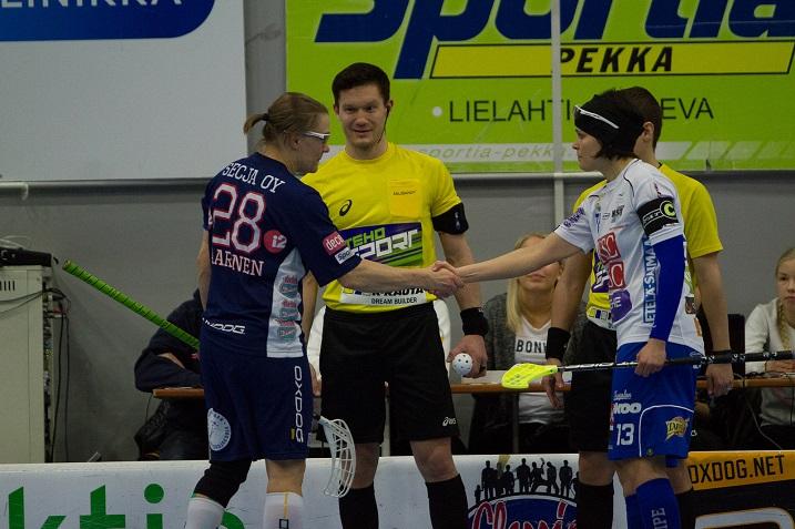 Viime kaudella NST:n kapteenina toiminut Heli Suorejius teki jatkosopimuksen lappeenrantalaisseuran kanssa. Kuva: Topi Naskali