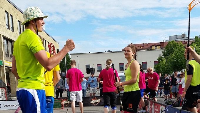 Liigasisarukset - SPV:n Jukka-Pekka ja O2JKL:n Roosa Pelto-Arvo - voittivat Kokkolassa paikkansa katusählyn SM-finaaleissa. Kuva: Ilkka Kittilä