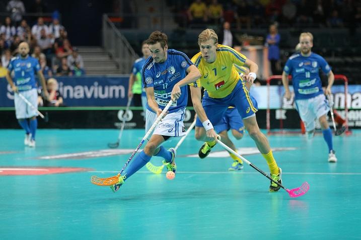 Suomi ja Ruotsi kohtaavat jälleen tuplamaaottelussa. Viime vuonna Ruotsi voitti yhteispisteissä. Kuva: Salibandyliiga