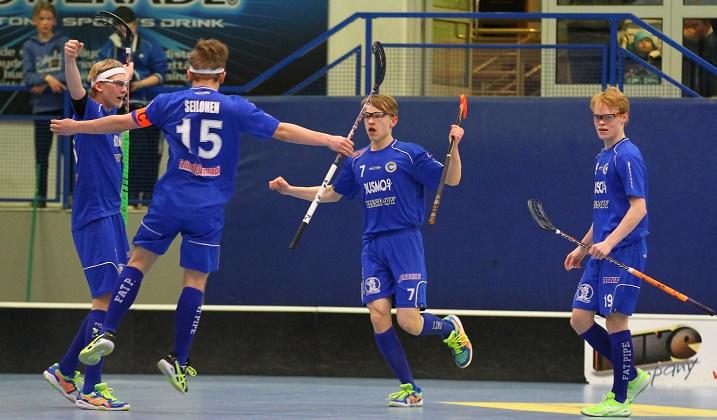 Tapanilan Erä pelasi viime kaudella C1-poikien SM-sarjan välierissä. Tänä vuonna joukkue ei kuulu sarjan ennakkosuosikkeihin. Kuva: Salibandyliiga