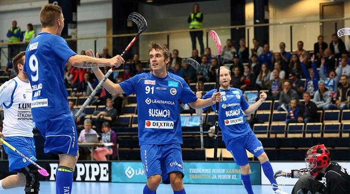 Erän ykkösketju Kapanen-Rosendahl-Puska on ollut iskussa. Saako Oilers heidät kuriin? Kuva: Salibandyliiga