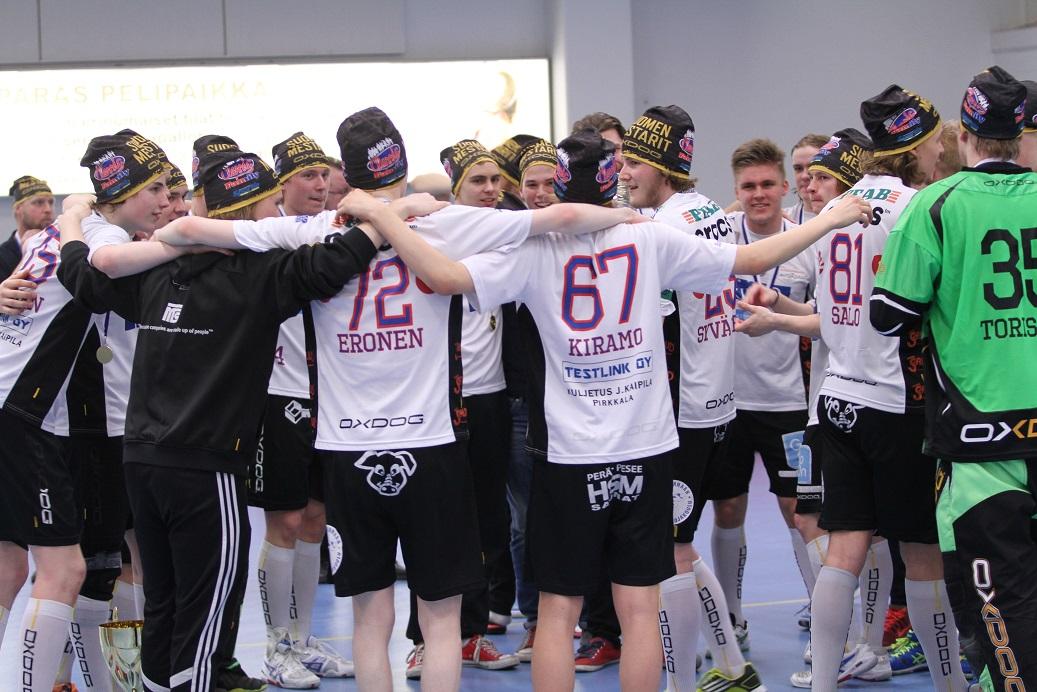 Classic juhli kauden 2014-2015 SM-kultaa Tapanilassa. Miten käy tänä vuonna? Kuva: kaljupapparazzi.kuvat.fi