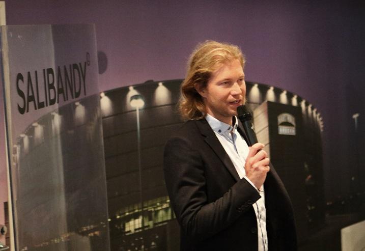 Salibandyliigasta lähetetään tulevalla kaikkiaan 150 suoraa lähetystä.  Kuva: Juhani Järvenpää