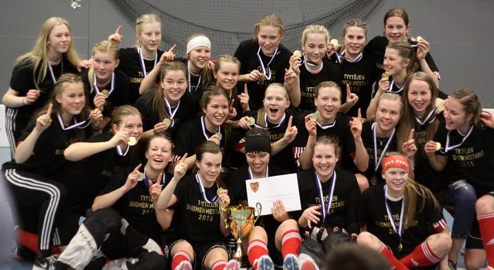 Koovee juhli viime keväänä tyttöjen SM-kultaa. Nyt joukkue on rankattu sarjan kolmannelle sijalle. Kuva: Esa Takalo