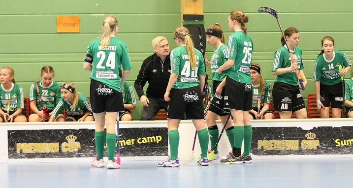 OFBC edustaa pohjoista ulottuvuutta A-tyttöjen SM-sarjassa. Joukkuetta valmentaa entinen naisten maajoukkueen päävalmentaja Karo Kuussaari. Kuva: Esa Takalo
