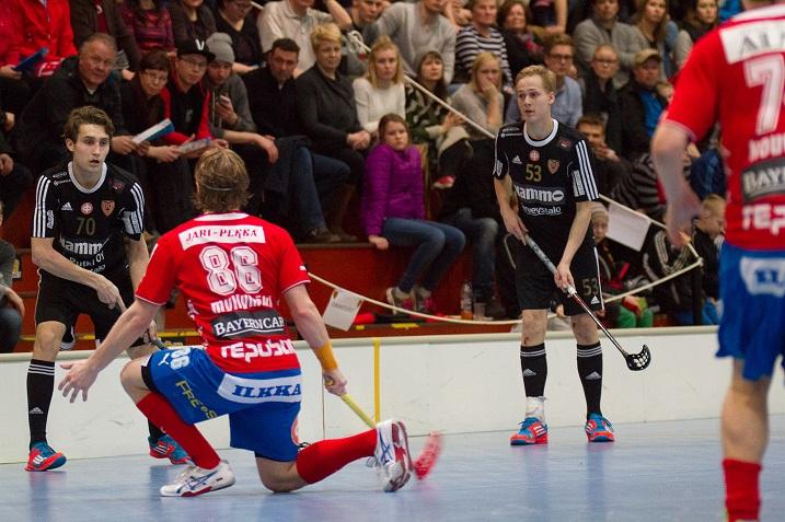 Koljosen viime kauden kentällinen on pysynyt varsin hyvin kasassa. Ainoastaan Tuomas Aho (53) ei ole joukkueen riveissä, koska siirtyi Sveitsiin pelaamaan. Kuva: Topi Naskali