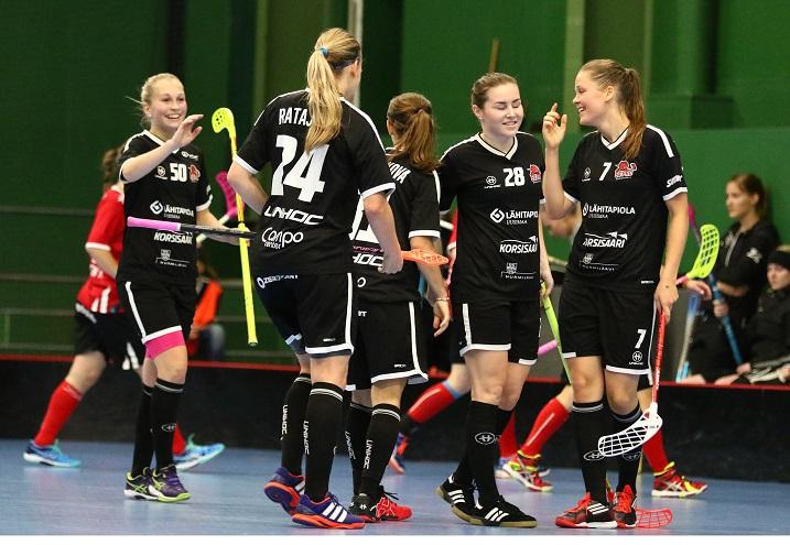 SB-Pro avasi pistetilinsä Happeen kustannuksella. Kotijoukkue voitti ottelun lukemin 7-2. Kuva: Juhani Järvenpää