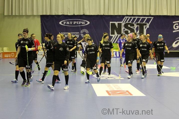 SB Vantaan viime kausi liigassa: 2 voittoa, 22 tappiota, maaliero 67-198. Kuva: Markku Taurama
