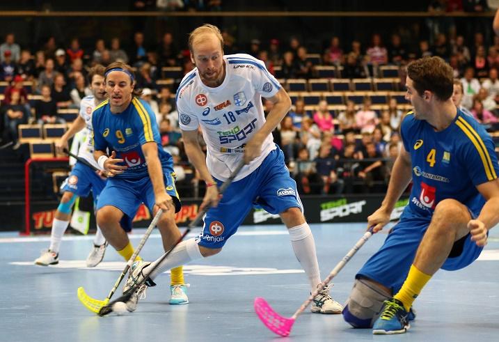 Lauri Kapanen onnistui maalinteossa Ruotsia vastaan. Kuva: Salibandyliiga