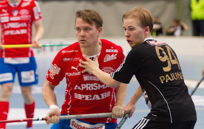 Mustapaitaisen Kooveen paidassa pelannut Valtteri Pajunen on SB Vaasan uusin kiinnitys. Kuva: Topi Naskali.