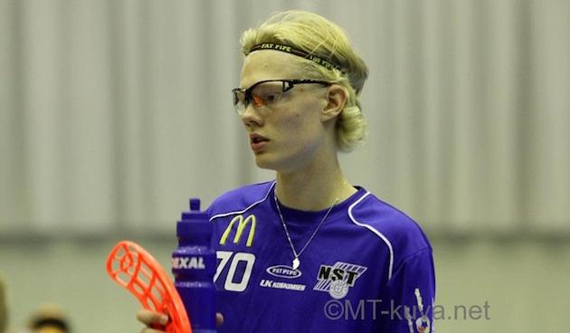 Viime kaudella Classicia valmentaneen Jarkko Rantalan poika Joona oli liekeissä tänään Salibandyliigan ottelussa NST-Koovee. Kuva: Markku Taurama.