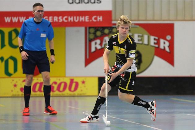 Joonas Pylsy takoo pisteitä hurjaa tahtia Sveitsissä. Kuva: Wilfried Hinz / Unihockey.ch