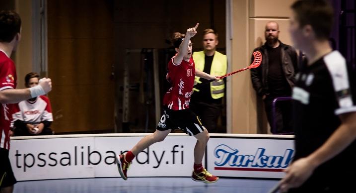 Peter Kotilainen iski tehot 5+2 TPS:n verkkoon. Kotilaisen yhteistehot kuudessa ottelussa ovat 14+10. Kuva: Anssi Koskinen