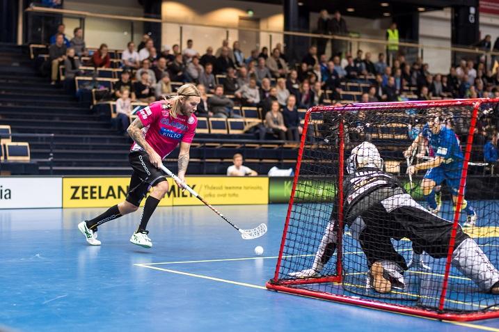 Lassi Vänttinen jatkoi vahvaa virettään Tampereen derbyssä. Vänttinen nakutti pisteet 2+2 Kooveen verkkoon. Kuva: Jari Turunen