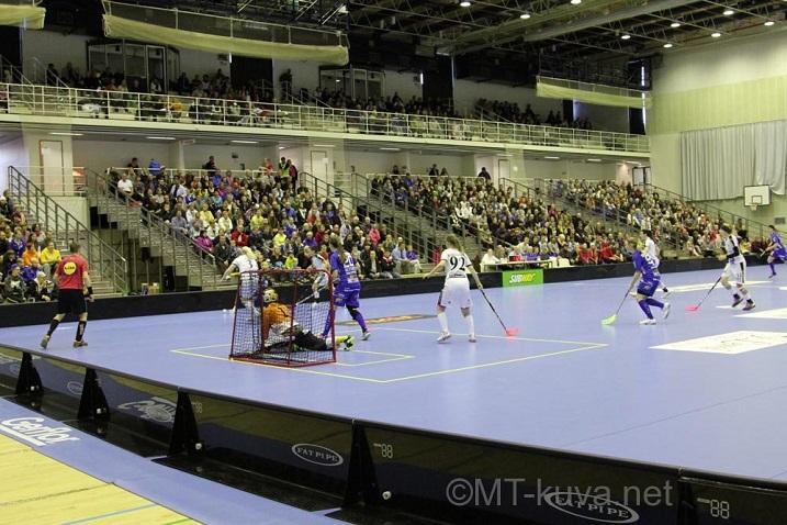 NST:n ja JoKa:n välisessä ottelussa oli eilen 1027 katsojaa.  Kuva: Markku Taurama