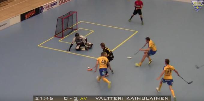 Valtteri Kainulainen taiteili upean maalin lauantaina Oulussa. Kuva: Kuvakaappaus videolta.