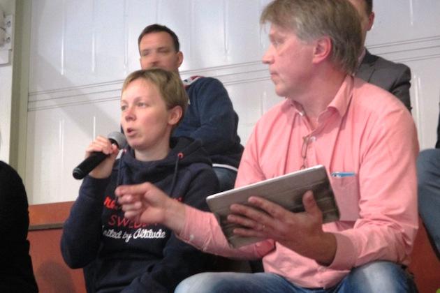 Jussi Kauppi (oik.) ei malttaisi antaa Hanna Palomäelle suunvuoroa erätaukohaastattelussa.