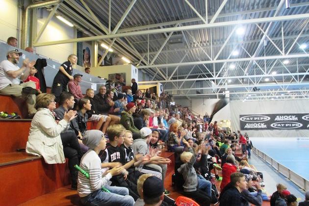 Salibandyn hardcore-fani Tero Töyrylän toisessa Pääkallo-bloggauksessa perehdytään Kooveen ottelutapahtumiin.