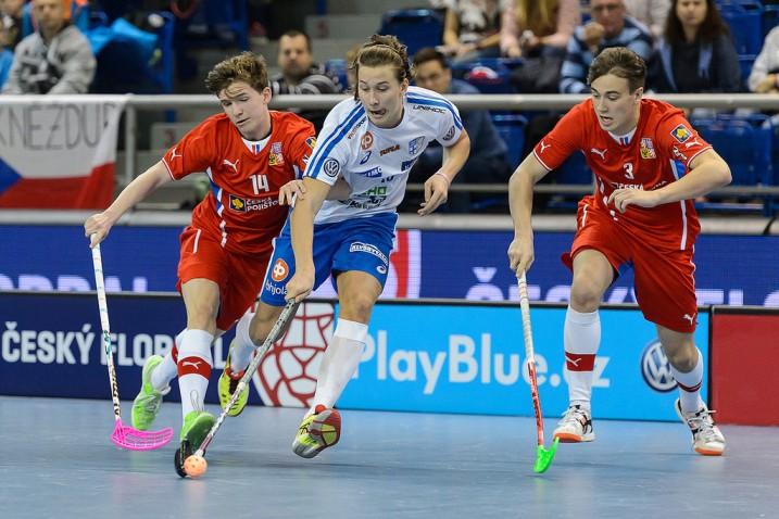 Suomelta ottelun parhaana palkittu Rasmus Kainulainen oli vaikea pideltävä tshekkiläisille. Kuva: Cesky Florbal