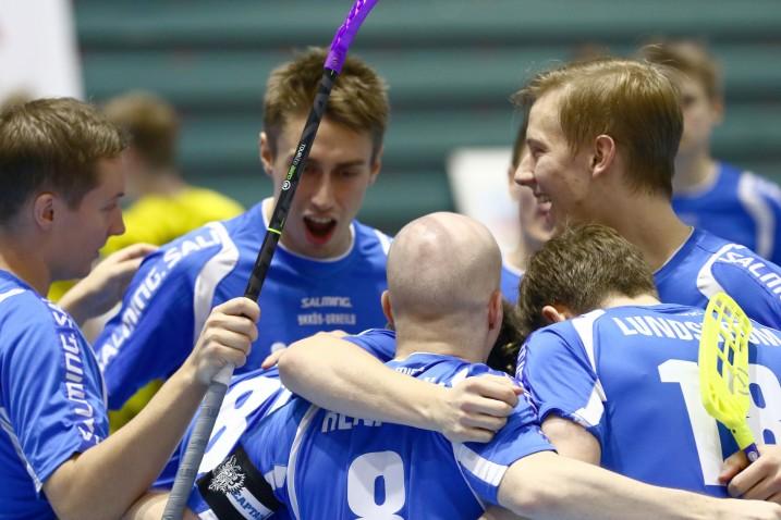 Helsinkiläinen liiganousija M-Team järjesti liigakierroksen kovimman yllätyksen. Arkistokuva: Salibandyliiga