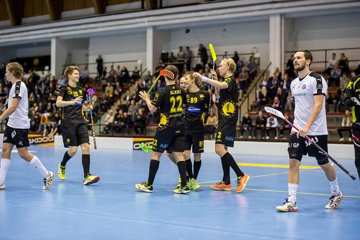 Indians nappasi makoisan voiton SPV:stä. Suomen mestarit saivat nöyrtyä loppulukemin 8-5. Kuva: Jari Turunen