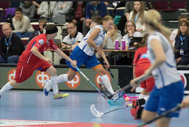 Mia Karjalainen on naisten maajoukkueen kokeneimpia pelaajia. Kuva: Salibandyliiga