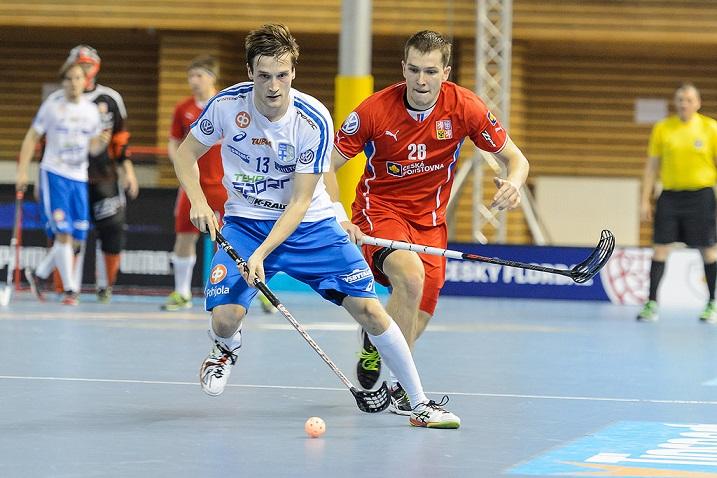 Risto Töllikkö iski tehopisteet 1+1 Tshekin verkkoon, kun Suomi voitti 6-3. Kuva: Cesky florbal