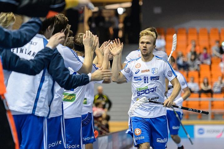 Jami Manninen iski Suomen johtoon Sveitsiä vastaan ajassa 00.39. Ottelu päättyi kuitenkin Sveitsin 3-6-voittoon. Kuva: Cesky florbal