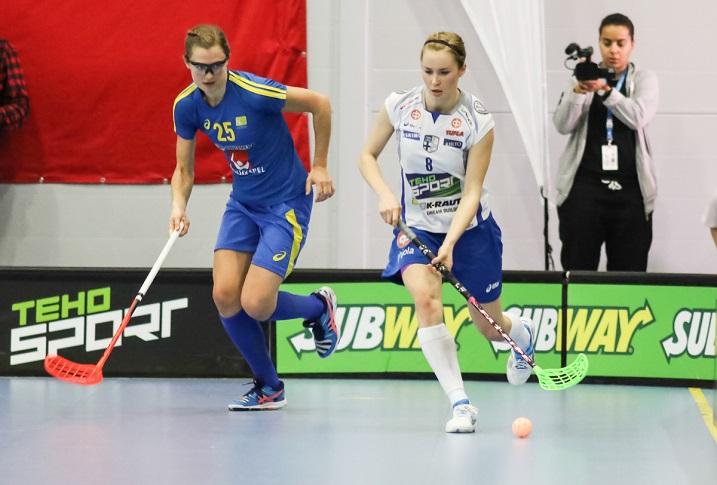 Jaana Lirkki on pelannut urallaan nyt kaikkiaan 11 naisten maaottelua. On hyvin todennäköistä, että maaottelumäärä kasvaa MM-kotikisoissa. Kuva: Mika Hilska