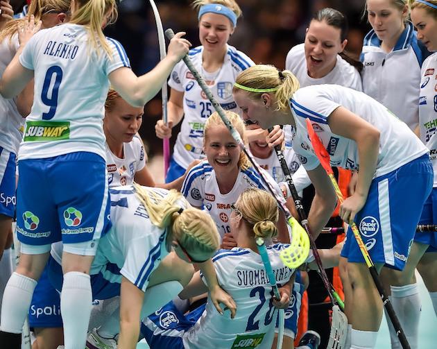 Elina Kujala laukoi Suomen voittomaalin kolme sekuntia ennen päätössummeria. Kuva: Jari Turunen