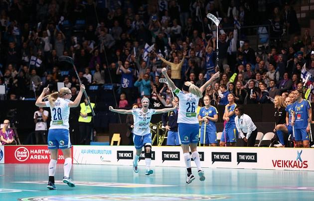 Suomen ja Ruotsin MM-finaalia seurasi paikan päällä uusi naisten salibandyn MM-kisojen ennätysyleisömäärä. Kuva: IFF