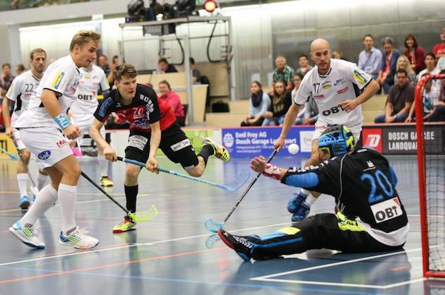 Janne Hulmin (kesk.) Alligator Malansin kausi ei ole mennyt aivan nappiin. Kuva: Erwin Keller / Unihockey.ch