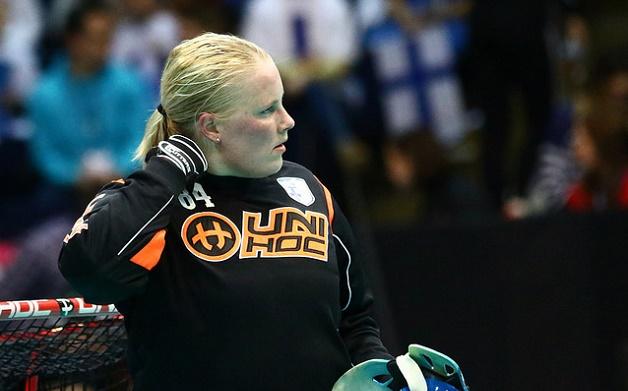 Jonna Mäkelä esiintyi vahvasti läpi MM-kisojen ja kokenut maalivahti valittiin MM-kisojen tähdistökentälliseen. Kuva: IFF