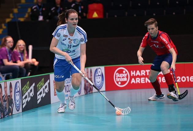 Karoliina Kujala esiintyi viiden kallon arvoisesti Suomen avausottelussa. Kuva:IFF