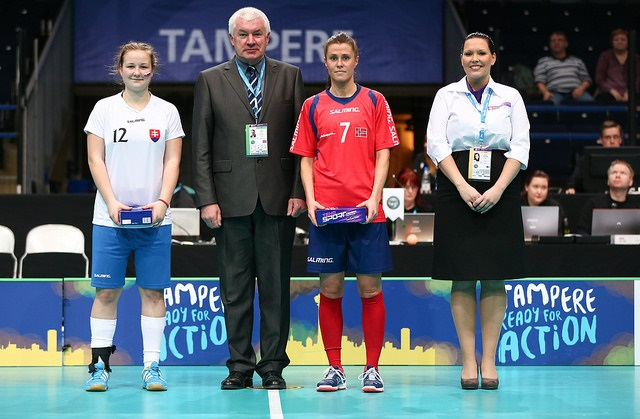 Kristina Hudakova valittiin neljännesvälieräottelussa Slovakia-Norja joukkueensa parhaaksi pelaajaksi. Slovakia voitti 2-4 ja eteni ensimmäistä kertaa kahdeksan parhaan joukkoon. Kuva: IFF