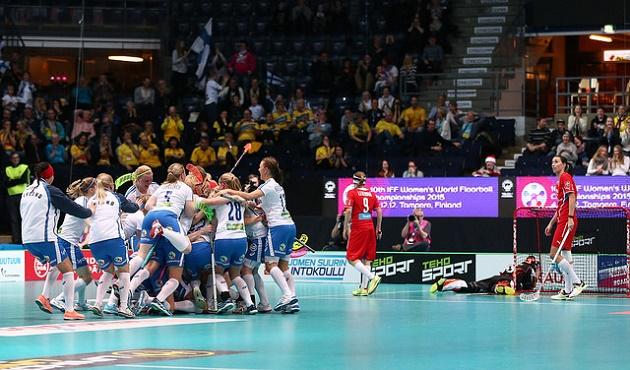 Suomi kaatoi Tshekin onnenkantamoisella kolme sekuntia ennen loppua. Kokonaisuutena perjantainen ottelu oli varsin kankea esitys. Kuva: IFF