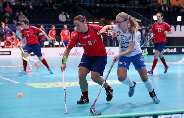 Veera Kauppi osui heti ensimmäisessä MM-ottelussaan Norjan verkkoon. Kuva: IFF