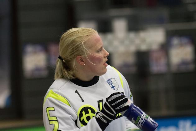 Jonna Mäkelän arkeen ei liiemmin vapaapäiviä kuulu. Arkistokuva: Salibandyliiga.
