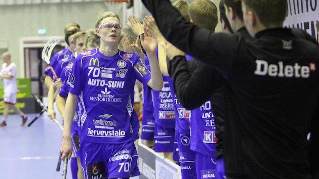 Joona Rantala on iskenyt Salibandyliigassa tällä kaudella 18 ottelussa tehot 15+4. Kuva: Markku Taurama.
