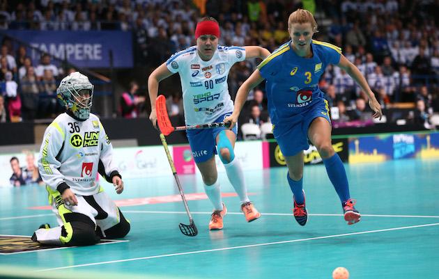 MM-hopeamitalisti Marianne Hannonen palaa hänelle rakkaaseen seuraan naisten Salibandyliigassa. Kuva: Ville Vuorinen.